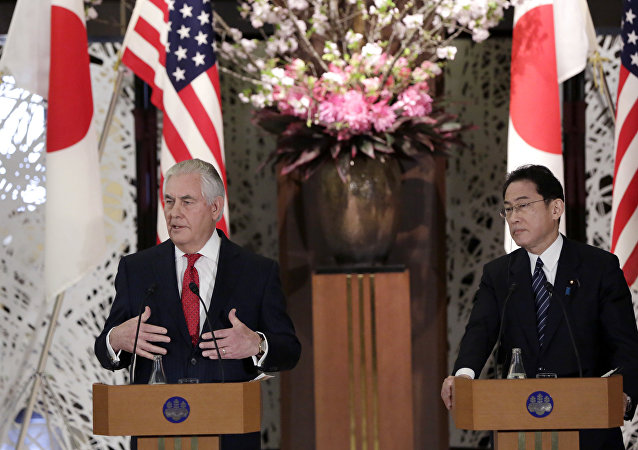 美国务卿雷克斯•蒂勒森与日本外相岸田文雄