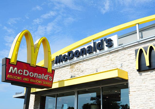 媒体:美国警察因四川辣酱问题被叫到麦当劳餐厅