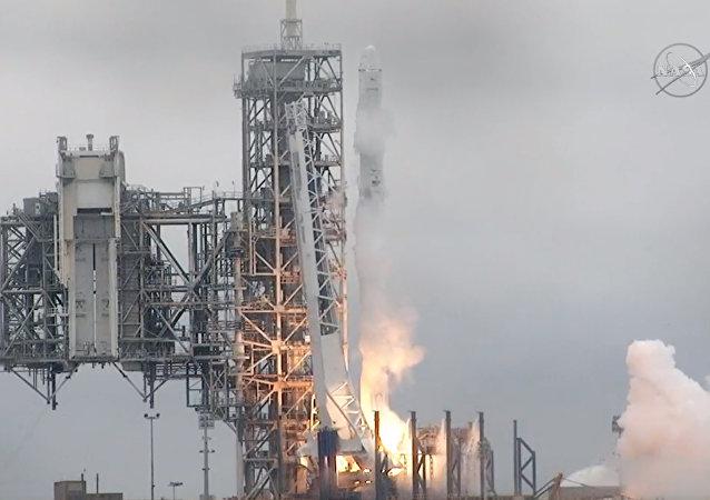 猎鹰9号运载火箭将为飞机乘客提供Wi-Fi信号的Inmarsat-5通信卫星送入轨道