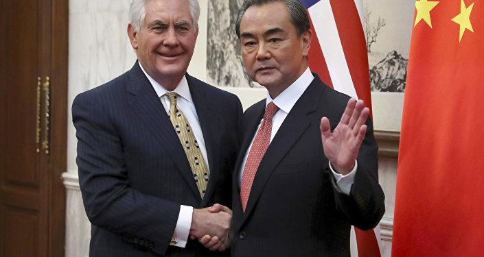 中国外长:中美关系正朝积极方向平稳过渡