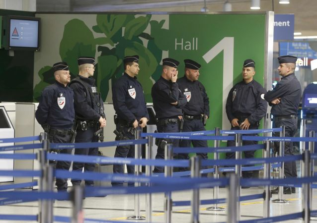 发生了袭击军人事件的巴黎奥利机场工作已经恢复