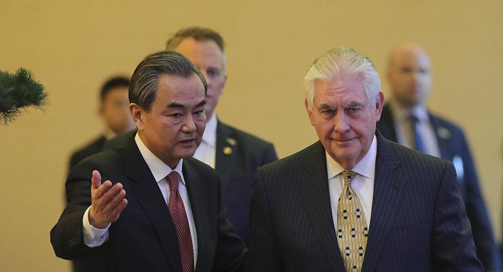 中国外交部长王毅与美国国务卿雷克斯·蒂勒森