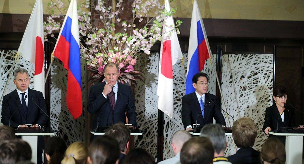 """俄罗斯与日本在东京举行""""2+2""""磋商"""