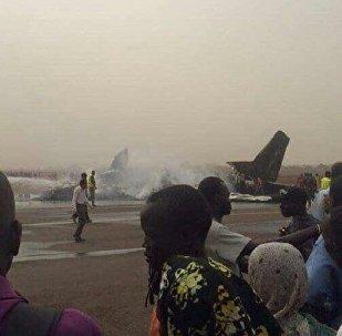 一架飞机在南苏丹坠毁 14人被送医