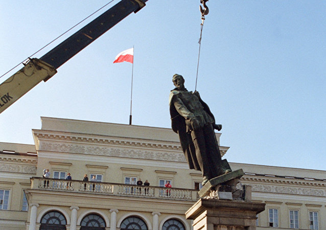波兰起草法案 或将拆除近500座纪共产主义念碑