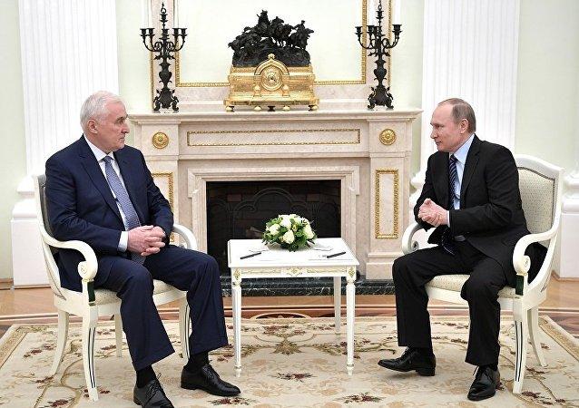 南奧塞梯共和國總統列昂尼德∙季比洛夫與俄羅斯總統普京