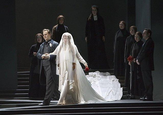 俄马林斯基剧院的《拉美莫尔的露琪亚》