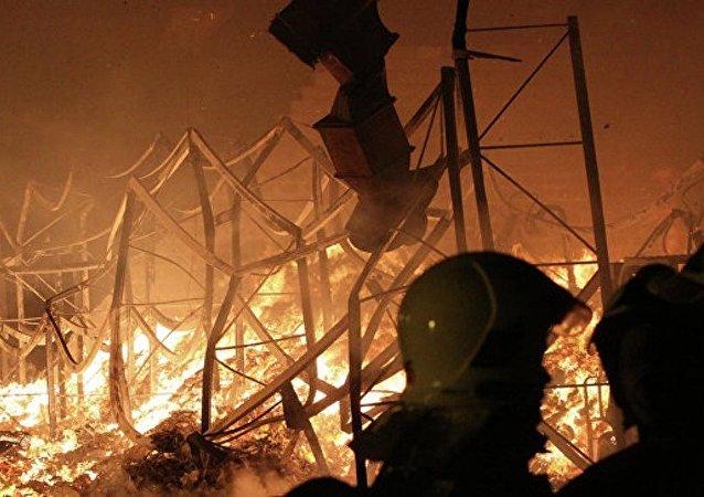 乌克兰弹药库起火疏散约1.5万人