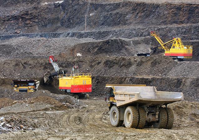 俄中基础设施和矿业领域基金资金量将各增至100亿美元