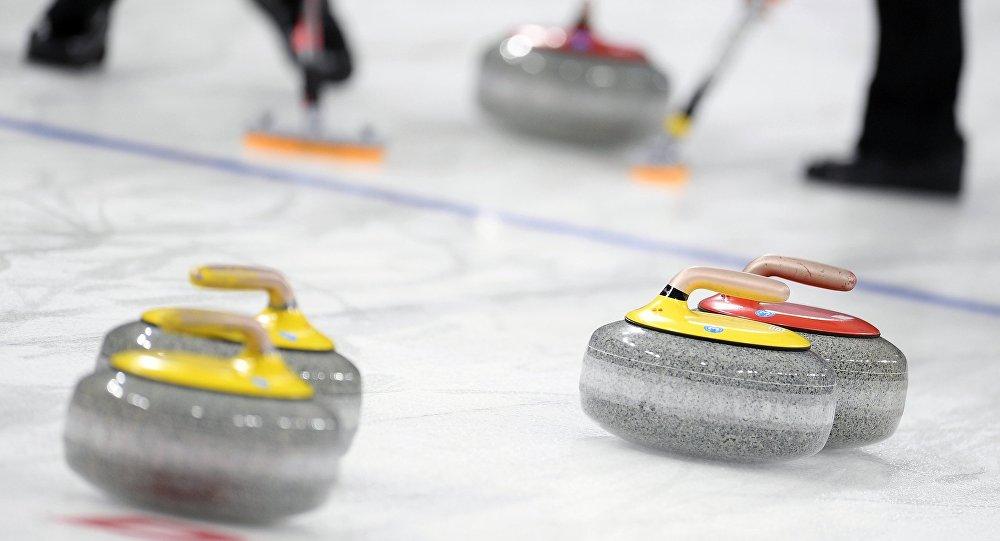 俄罗斯男子冰壶队在2020世界杯入围赛中负于中国队