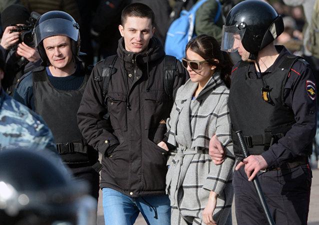俄总统人权委员会称莫斯科警方在游行中所采取的行动正当