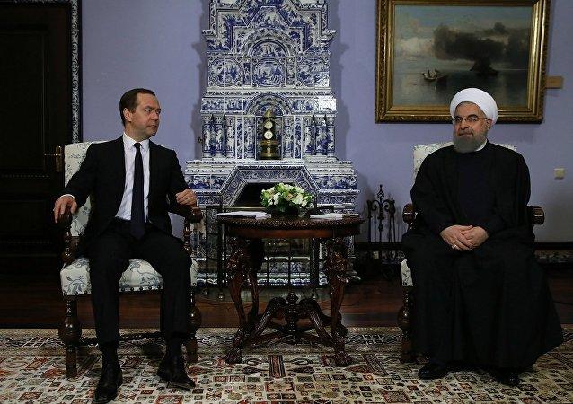俄总理在会见伊朗总统时祝愿两国合作能进入新的阶段