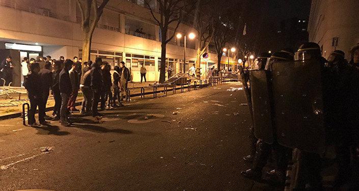 媒体否认被巴黎警察击毙华侨有袭警行为