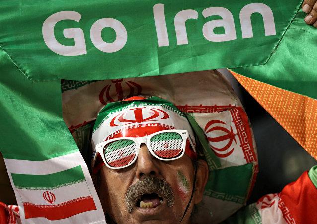 中国驻伊朗使馆发中伊战观赛须知:禁竖中指