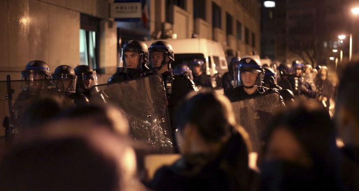 华媒:法国华人走上街头抗议中国公民被枪杀 华媒与法媒报道差别迥异