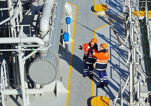 """""""亚马尔液化气""""项目首艘运输船抵达北极圈内的港口"""