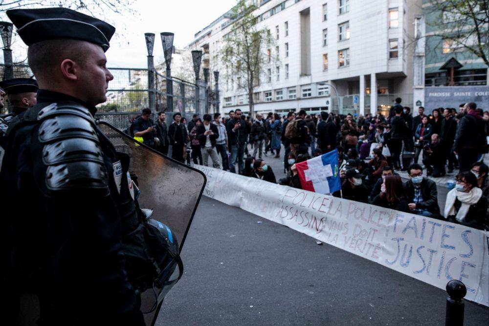 巴黎爆发示威活动,抗议旅法华侨被枪杀。
