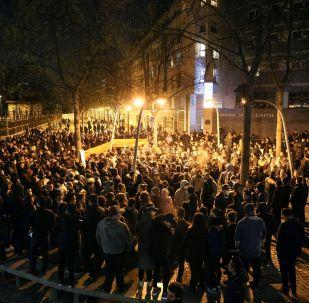 巴黎爆發示威活動,抗議旅法華僑被槍殺。