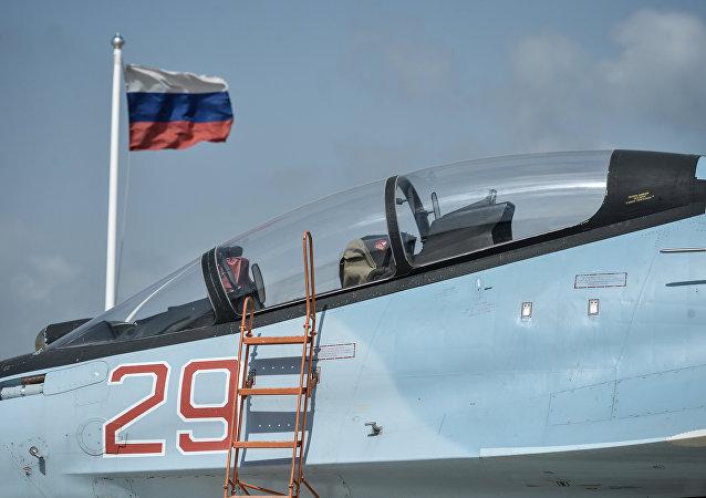 """俄国防部:俄空天部队在阿勒坡与美空军在摩苏尔的行动""""风格""""迥异"""