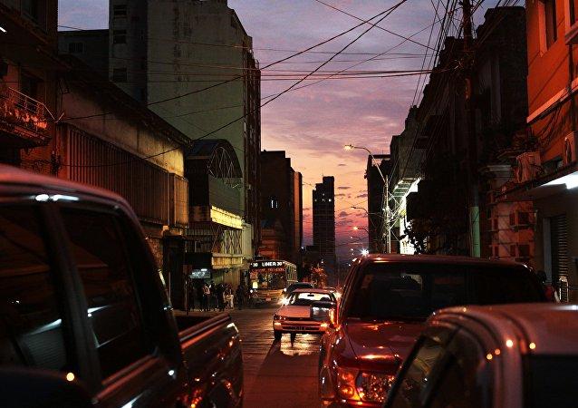 在巴拉圭一名抗议者死亡后四名警察被捕