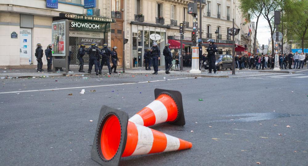 法国巴黎五一游行爆发冲突致警察受伤人数增至6人