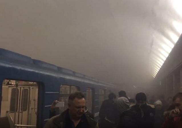 俄侦查委员会消息称,已根据俄联邦刑法典205条(恐怖袭击)就圣彼得堡地铁爆炸提起刑事立案