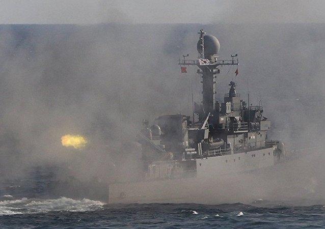 韩国举行了大规模炮兵和军舰演习
