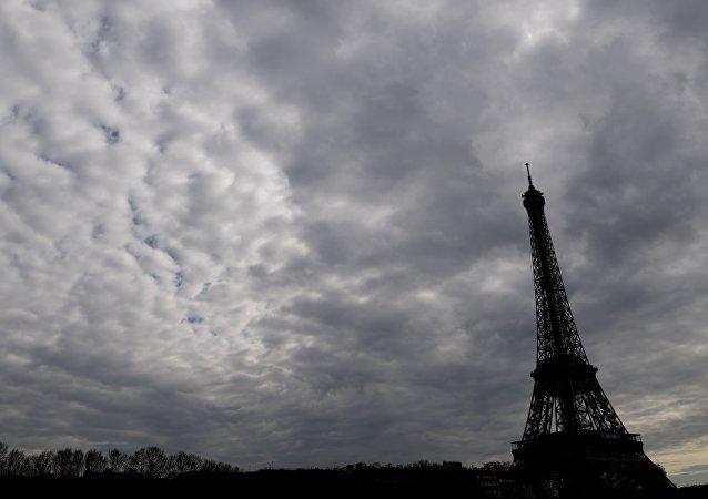 巴黎市长:埃菲尔铁塔将熄灯悼念伦敦恐怖袭击遇难者