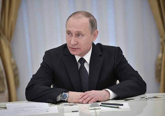 克宫消息称,普京就鲁哈尼赢得伊朗总统选举向其发去贺电