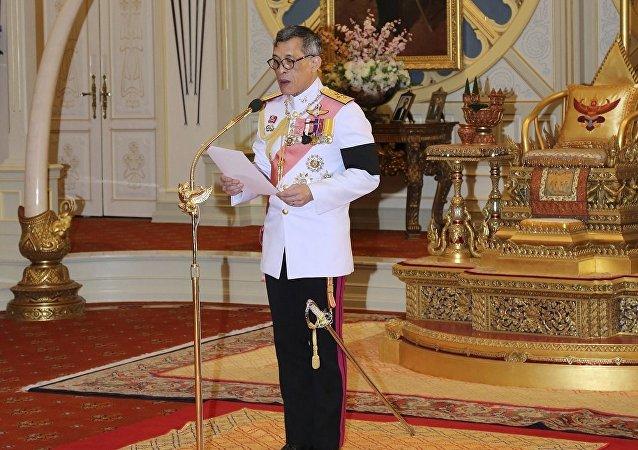 泰国国王签署新宪法