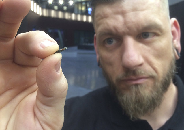 一家美国公司将为员工植入微芯片