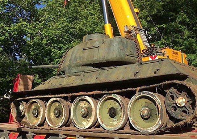 爱沙尼亚收藏家挽救唯一一辆自易北河会师保存至今的T-34坦克
