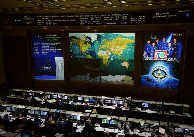 """俄罗斯飞行控制中心发布消息称,载着国际空间站宇航员的""""联盟MS-02""""号飞船成功着陆"""