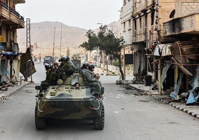 """叙俄军方在特别行动中解救19名被""""伊斯兰国""""绑架人质"""