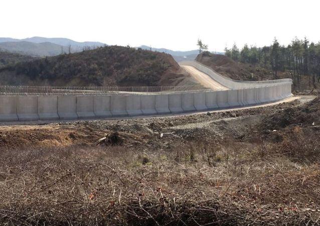 土耳其在其与叙利亚边境建造总长为550千米的水泥墙