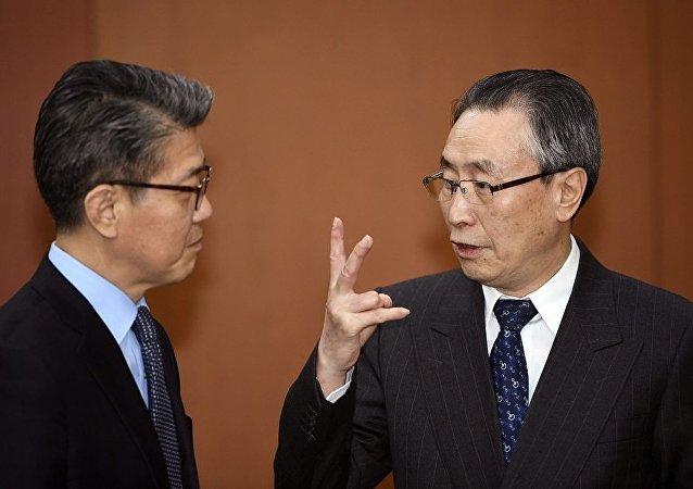 中国政府朝鲜半岛事务特别代表武大伟与韩国外交部副部长金烘均