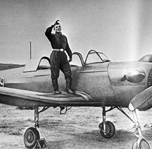 地球首位宇航员在奥伦堡航空军事学校开启飞行生涯。