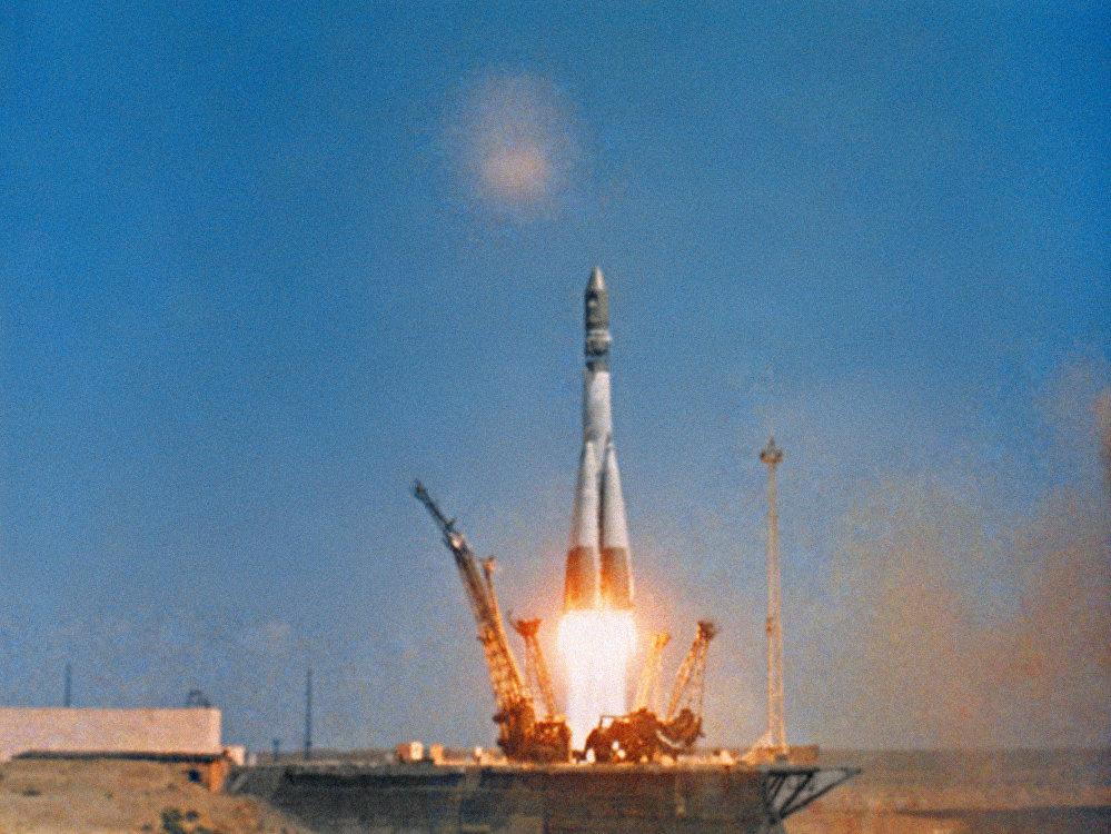 """""""东方""""号运载火箭搭载东方一号飞船启动,1961年4月12日。"""