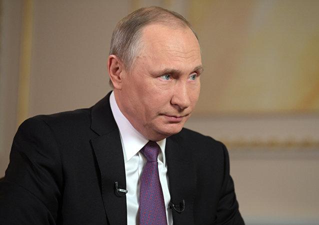 Президент РФ Владимир Путин во время интервью межгосударственной телерадиокомпании Мир