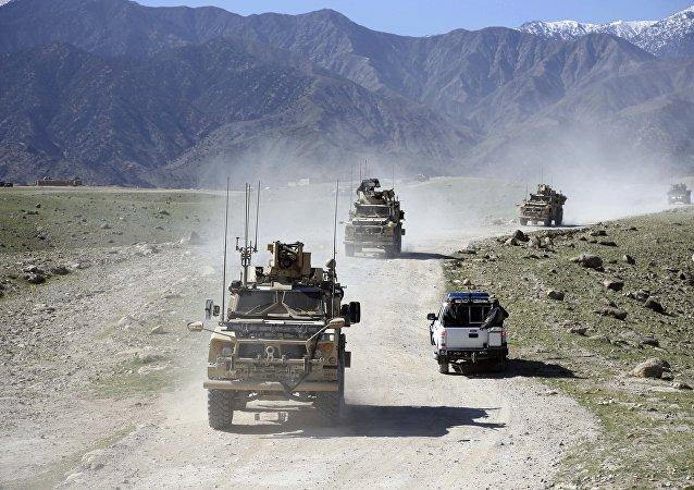 """美国在阿富汗引爆""""炸弹之母"""""""