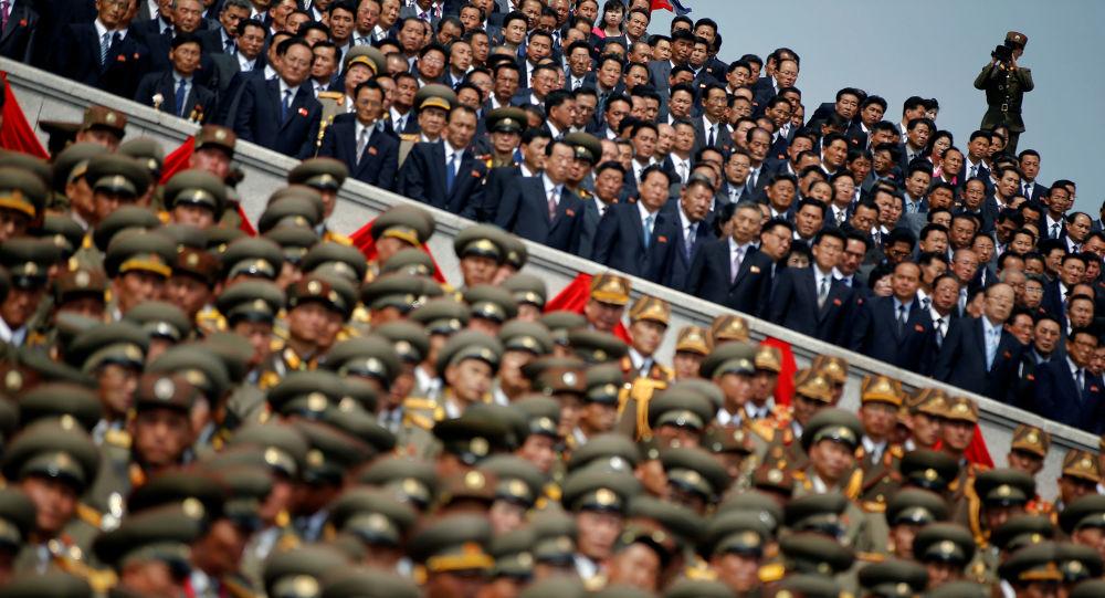 为领袖而活:如何保卫朝鲜领袖 (视频,图片)