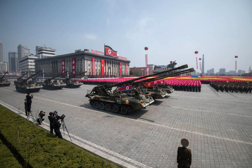 朝鲜太阳节大规模阅兵