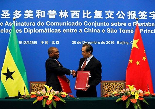 """中国外交""""一石三鸟"""":圣普共和国 -- 中国的平等伙伴"""