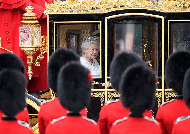 英国女王伊丽莎白二世的金色轿式马车
