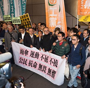 成千上万名香港人上街示威 支持被判刑者