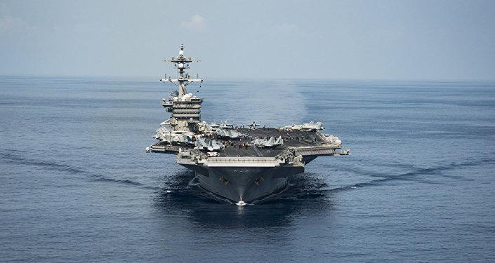 """美国航母""""卡尔•文森""""号驶入日本海"""
