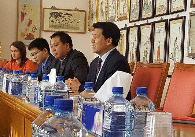 李辉大使会见俄罗斯主流媒体访华记者团