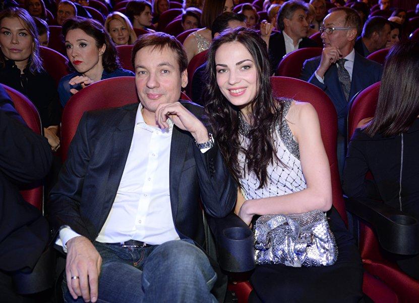 薩納耶夫與妻子