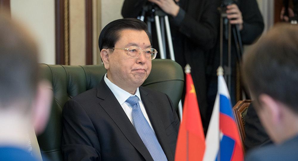 俄阿穆尔州州长向张德江感谢中方重修在华苏军烈士墓