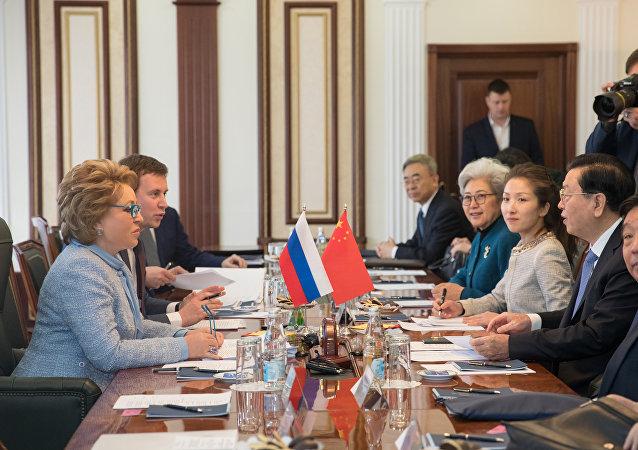 张德江:今年前2个月中俄贸易额增长近30%是良好开端